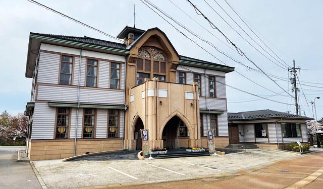 射水市の竹内源造記念館の建物外観