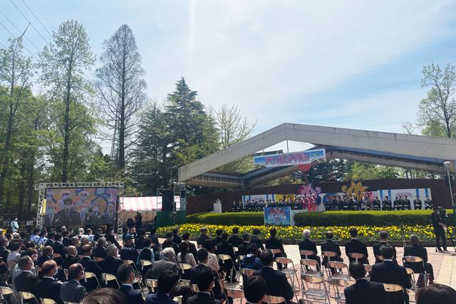 富山県砺波市「となみチューリップフェア」のステージ
