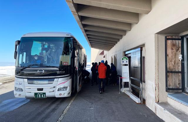 立山黒部アルペンルート「雪の大谷」への交通の拠点「美女平駅」の立山高原バス「室堂」着