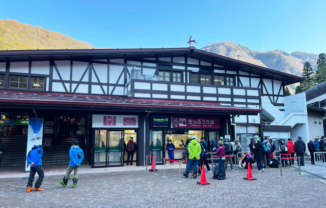 立山黒部アルペンルート「雪の大谷」への交通の拠点「立山駅」