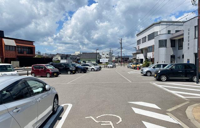 富山県氷見市の「JR氷見駅」の無料駐車場