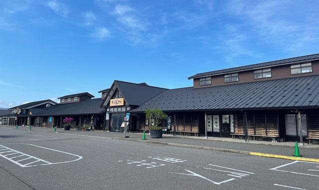 富山県氷見市の「ひみ番屋街」の無料駐車場