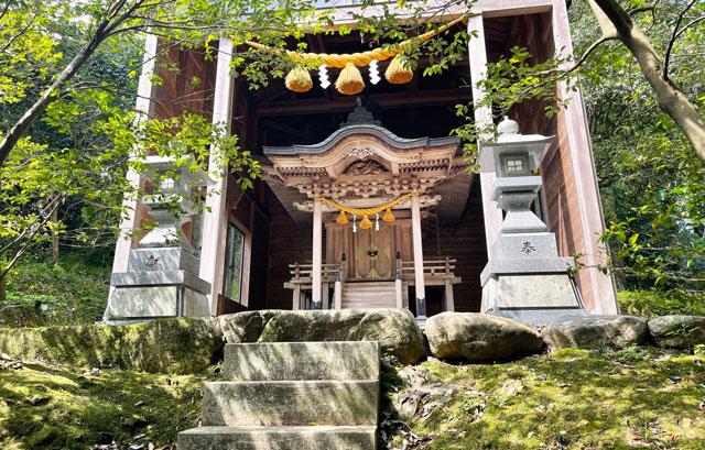 富山県氷見市ヤマフジの花で有名な「磯部神社」の本殿