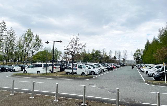 サッカーJリーグ、カターレ富山のホームスタジアム「富山県総合運動公園 陸上競技場」の西駐車場