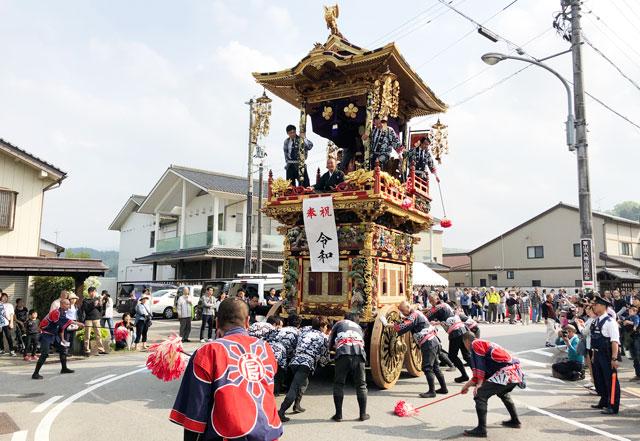 富山県富山市の祭り「越中八尾曳山祭」の見どころ