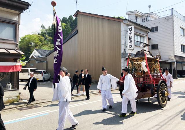 富山県富山市の祭り「越中八尾曳山祭」の露払い