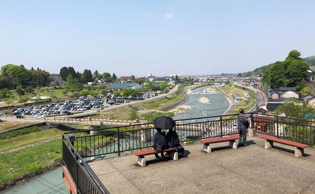 富山県富山市の祭り「越中八尾曳山祭」の禅寺坂の展望台