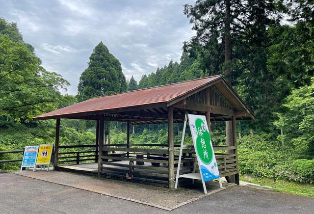 富山県砺波市の「頼成の森 花しょうぶ祭り」の休憩所