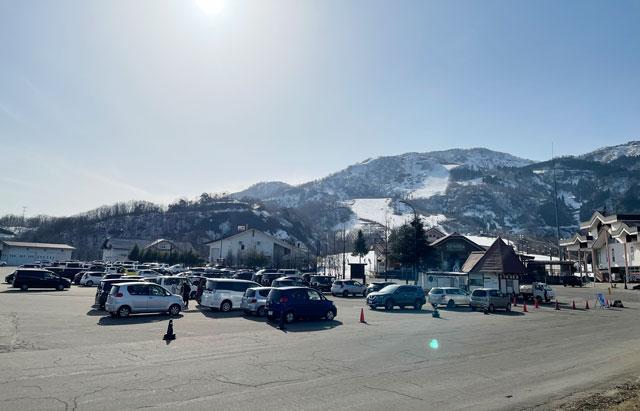 富山県南砺市のスキー場「IOX-AROSA(イオックスアローザ)」の駐車場