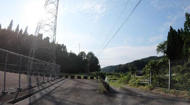 富山県上市町の上市川沿岸円筒分水場円筒分水槽(かみいちがわえんがんえんとうぶんすいじょうえんとうぶんすいそう)への道1