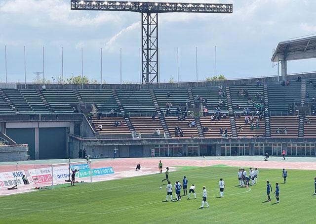 カターレ富山のホームスタジアム「富山県総合運動公園 陸上競技場」のバックA自由席上段真ん中からのPK戦の見え方