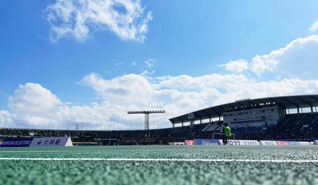カターレ富山のホームスタジアム「富山県総合運動公園 陸上競技場」のバックA自由席に行く途中の見え方