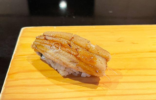 富山市のミシュラン一つ星の寿司屋「鮨人(すしじん)」のアナゴ