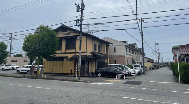 富山市のミシュラン一つ星の寿司屋「鮨人(すしじん)」の店舗外観