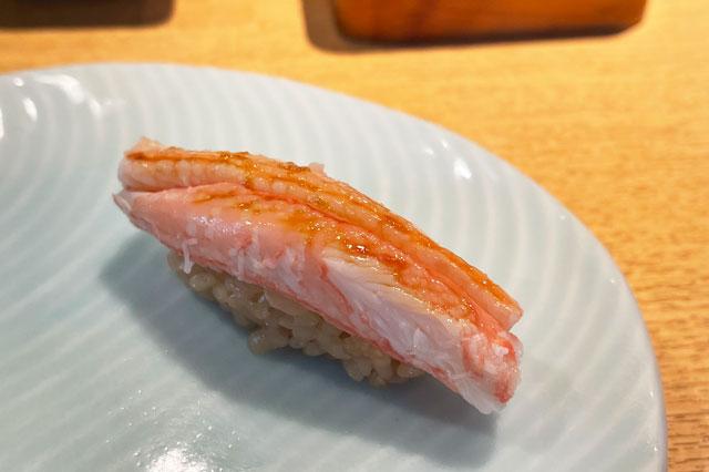 富山市のミシュラン一つ星の寿司屋「鮨人(すしじん)」の紅ズワイガニ