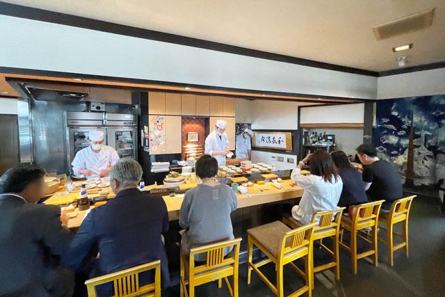 富山市のミシュラン一つ星の寿司屋「鮨人(すしじん)」のカウンター席