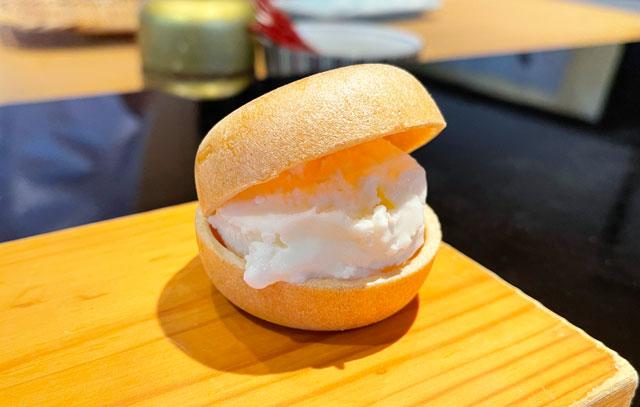 富山市のミシュラン一つ星の寿司屋「鮨人(すしじん)」の米粉のアイスモナカ