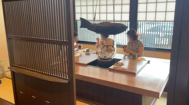 富山市のミシュラン一つ星の寿司屋「鮨人(すしじん)」のテーブル席