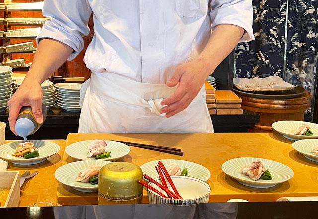 富山市のミシュラン一つ星の寿司屋「鮨人(すしじん)」の調理