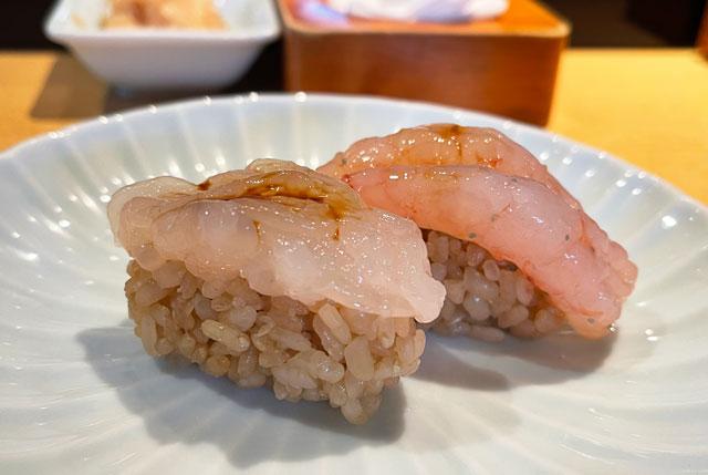 富山市のミシュラン一つ星の寿司屋「鮨人(すしじん)」の甘えびと白えび