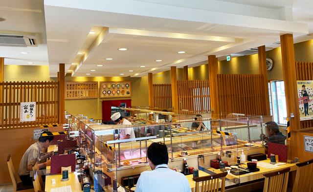 富山県氷見市の回転寿司「氷見すしのや」の店内