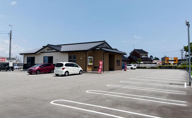 富山県氷見市の回転寿司「氷見すしのや」の駐車場