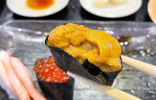 富山県氷見市の回転寿司「氷見すしのや」の寿司ネタ「うに」