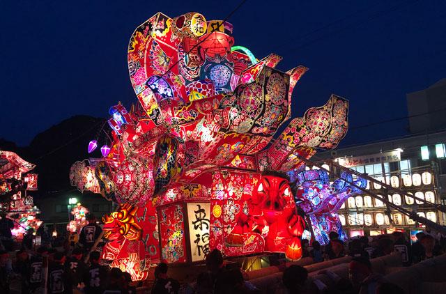 富山県砺波市の庄川観光祭の行燈のアップ