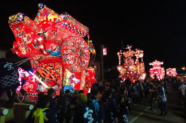 富山県砺波市の庄川観光祭の行燈