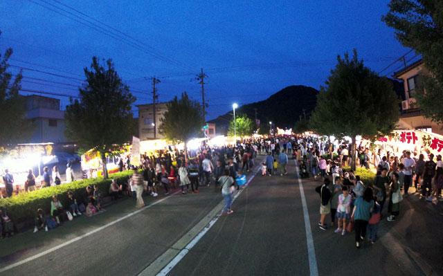 富山県砺波市の庄川観光祭の露店や屋台