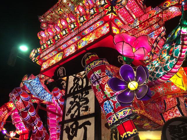 富山県砺波市の祭「となみ夜高祭り」の繊細優美な行燈