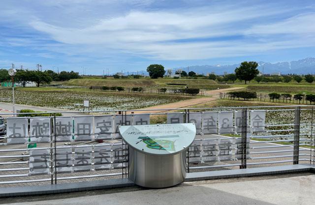 富山市婦中町の史跡安田城跡資料館の展望台と案内図