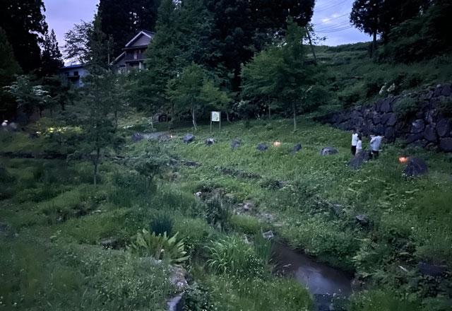 仁歩ほたるの里 農村公園の蛍が見られる小川