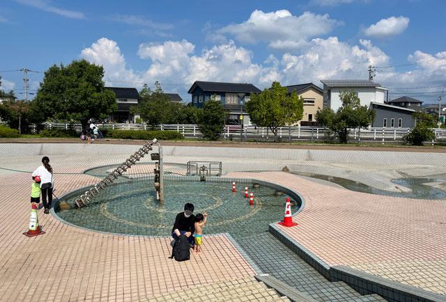 富山県射水市「グリーンパーク大門」の水遊びの池