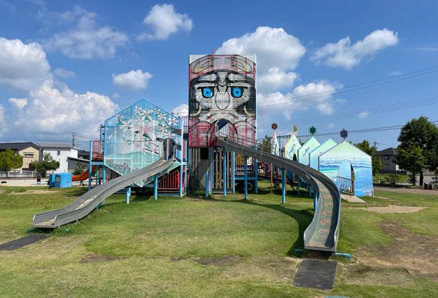 富山県射水市「グリーンパーク大門」の凧滑り台