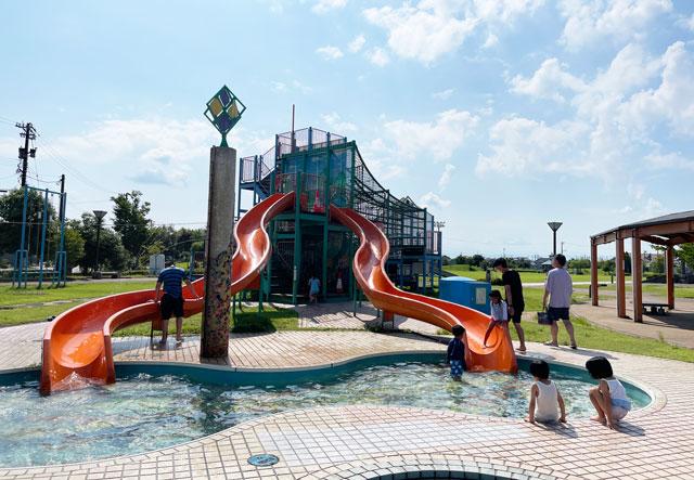 富山県射水市「グリーンパーク大門」の水遊び滑り台