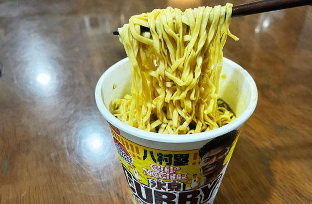 富山出身のNBA八村塁選手コラボカップヌードル氷見カレーの麺