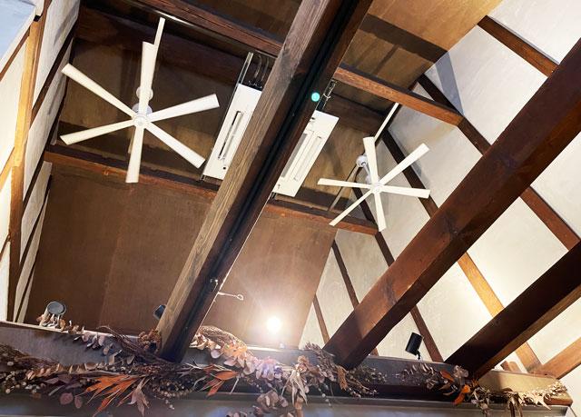 滑川市のお洒落カフェ「hammock cafe Amaca」の天井