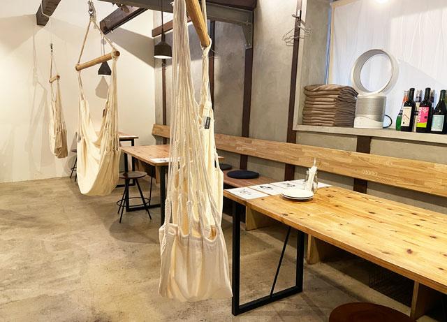 滑川市のお洒落カフェ「hammock cafe Amaca」のハンモック