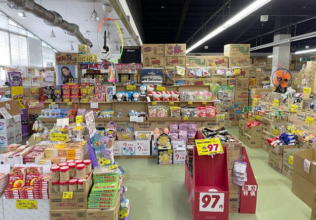 滑川市の駄菓子屋「菓子問屋はせがわ」の店内3