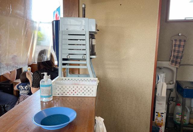 富山市豊田の老舗格安かき氷「いも屋」のかき氷の機械