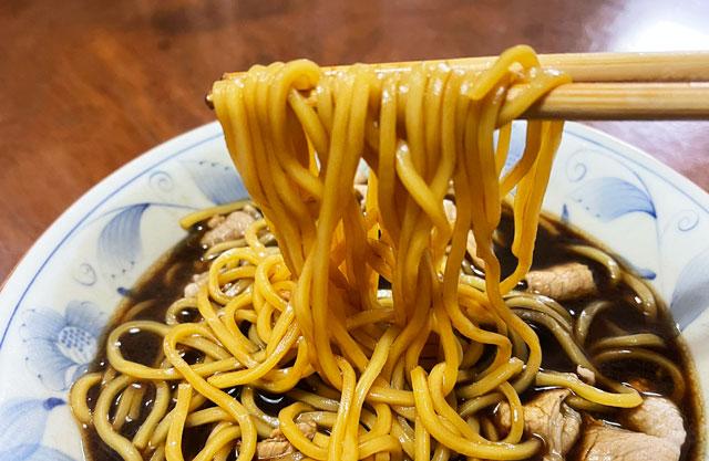 麺屋いろはの富山ブラックラーメンの麺