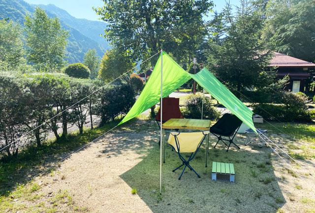 奥飛騨温泉郷オートキャンプ場でのタープ