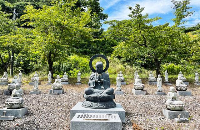 富山県高岡市の招福地蔵(ふくおかつくりもん祭り)の黒い仏像