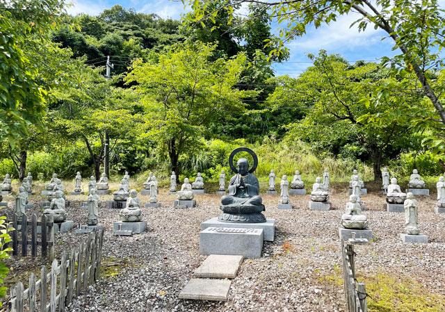 富山県高岡市の招福地蔵(ふくおかつくりもん祭り)の黒い仏像2