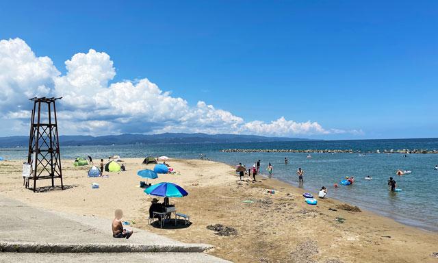 富山県高岡市の松太枝・雨晴海水浴場の砂浜ビーチ