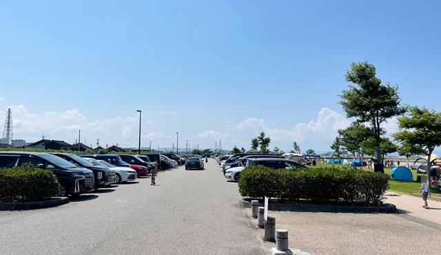 富山県射水市の海老江海浜公園の駐車場