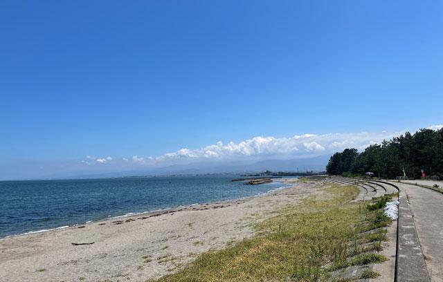 富山県富山市の浜黒崎海水浴場の砂浜ビーチ
