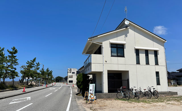 富山県黒部市の石田浜海水浴場の無料休憩所