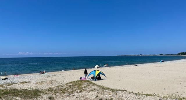 富山県黒部市の石田浜海水浴場の砂浜ビーチ